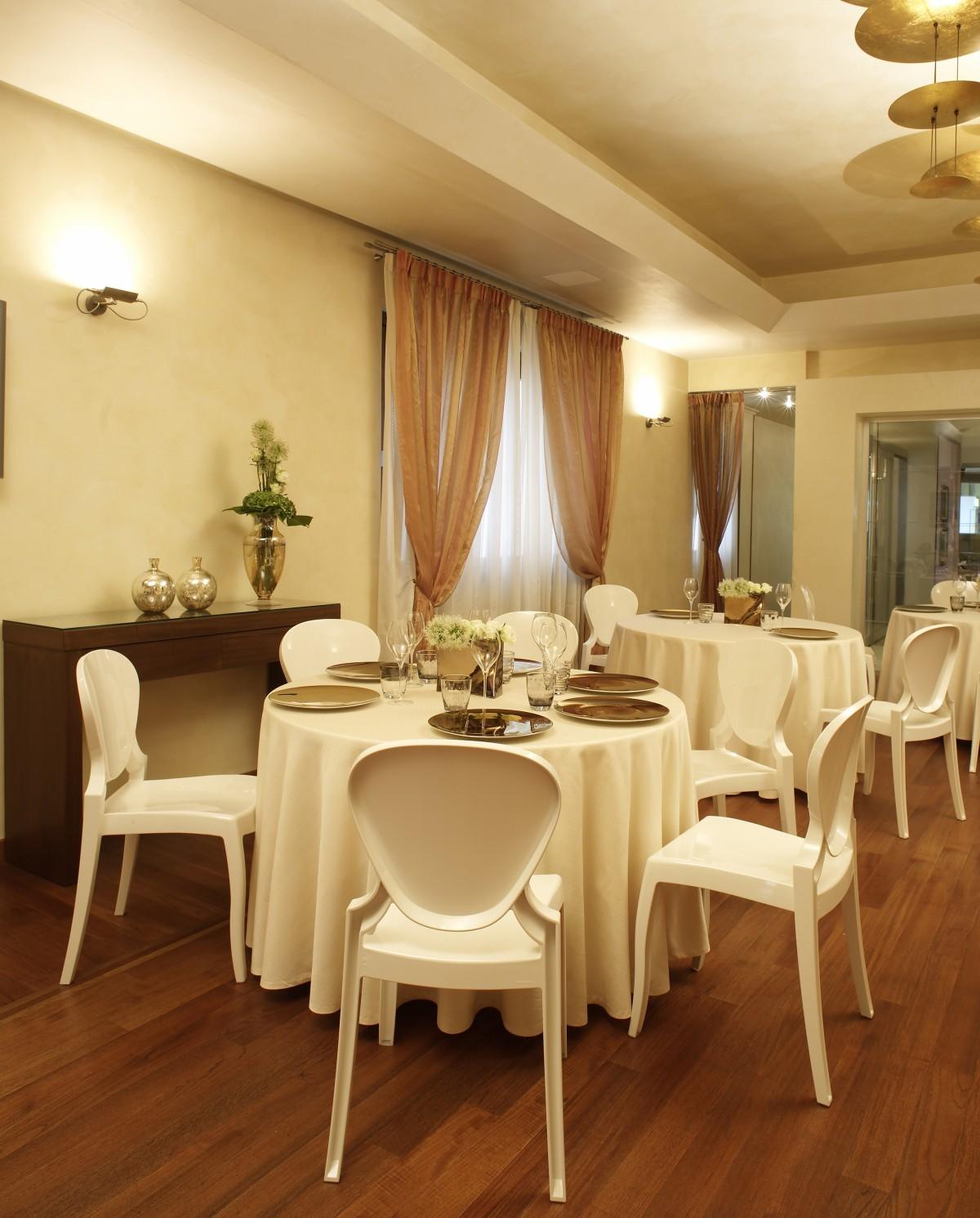 Queen 650 restaurant meubilair p m furniture horeca for Meubilair horeca