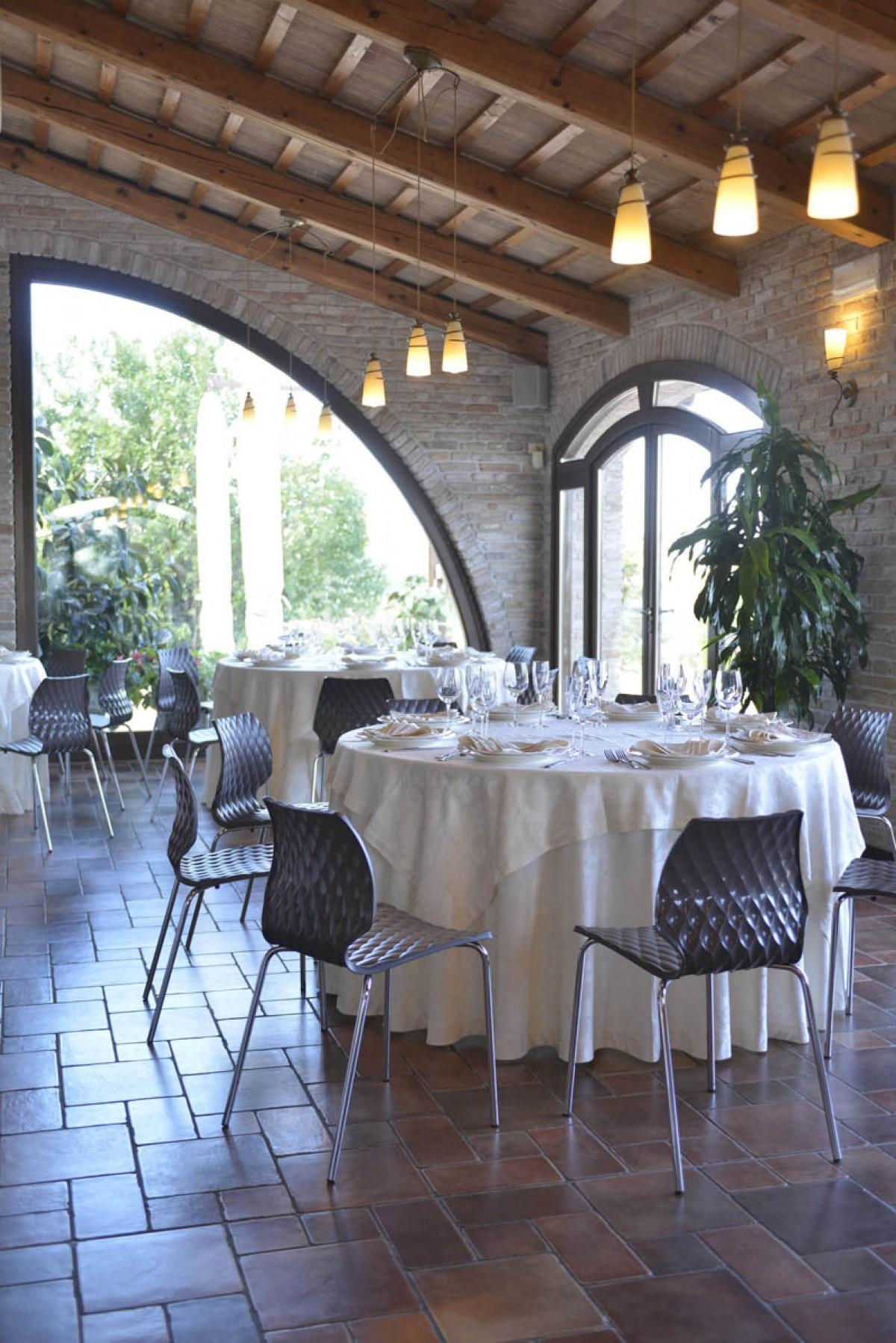 Uno 550 restaurant meubilair p m furniture horeca for Meubilair horeca